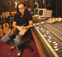 Geddy Lee with his sunburst Fender Jazz